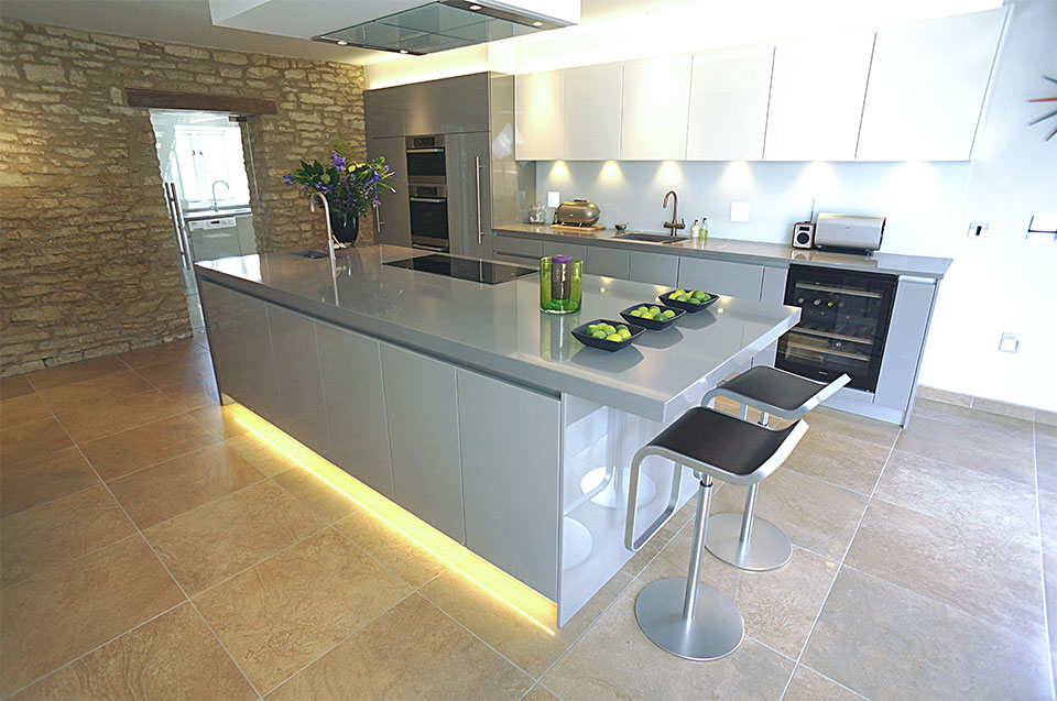 Symmetry Elegance In Oxford Windmill Kitchens